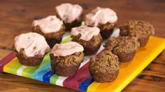 Carrot and Walnut Muffins with Beetroot Icing Good chef bad chef website Chef Recipes, Raw Food Recipes, Sweet Recipes, Snack Recipes, Healthy Recipes, Healthy Snacks For Kids, Healthy Desserts, Healthy Eating, Yummy Treats