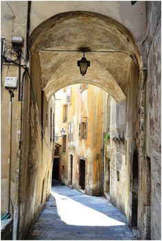 Arch in Grasse, Provence