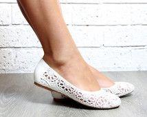 Ballet blanc ivoire dentelle plate chaussures, blanc Flats, dentelle, mariage blanc, Boho, chaussure de mariage de plage. Style : Pure Shores plat. VENTE !