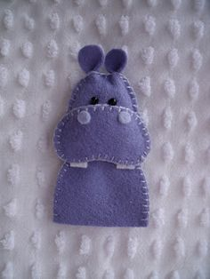 Felt hippo finger pupper by Dandelion Wishes - lots of other finger puppet ideas on the site.