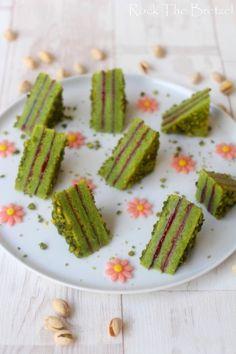 Mekani trokut od pistacija i malina - Rock the Bretzel Unique Desserts, Fancy Desserts, Fancy Cakes, Sweet Desserts, Pastry Recipes, Dessert Recipes, Cooking Recipes, Dessert Restaurants, Farm Cake