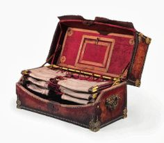 Empire Ormolu-Mounted Leather And Gilt-Metal Campaign Bed - early 19th century - Christie's