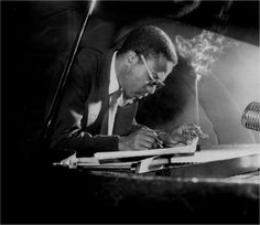 Thelonious Monk, Minton's Playhouse, New York, 1949 - Rare Photos of Jazz Icons by Herman Leonard – Brain Pickings Jazz Artists, Jazz Musicians, Cool Cats, Celebrities With Cats, Celebs, Gatos Cool, Men With Cats, Thelonious Monk, Photo Chat