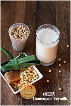 Homemade Organic Soybean Milk Using Joyoung Soymilk Maker Homemade Soy Milk, Breakfast Around The World, Milk Makers, Singapore Food, Milk Recipes, Asian Recipes, Yummy Recipes, Healthy Recipes, Food Platters