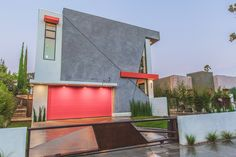 LA West Hollywood Modern Home Features Angular Lines and Geometric Styles - Country Home Decor Rustic Hollywood Homes, West Hollywood, Facade Design, House Design, Exterior Design, Spa Rooms, Modern Mansion, Modern Homes, Los Angeles Homes