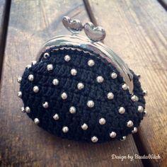 Liten-virkad-bors-med-parlor-by-BautaWitch Handmade Handbags & Accessories - http://amzn.to/2ij5DXx