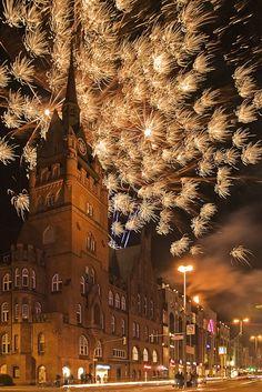 Berlin Steglitz bei Nacht , Feuerwerk    -      2011    -    Matthias Bolle photography   -   https://www.flickr.com/photos/47726375@N06/5503293155