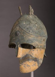 Etruscan helmet (1,4kg, bronze and silver), Italy late 5th–4th century B.C.