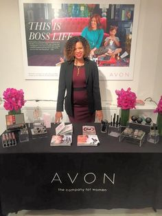 Moms are so busy. Who has an hour to get ready for a holiday party? Here aretips for a party-ready five-minute face with Avon.