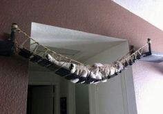 Un pont suspendu pour faire dodo.