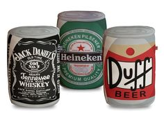 Kit Almofadas Bebidas contém: 1 Almofada Jack Daniel's + 1 Almofada Heineken + 1 Almofada Duff Beer. Tecido Sintético Estampado e Fibra Siliconada.