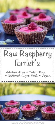 Raw Raspberry tartlets - These delivious raw tartlets are bursting with delicious raspberries, they require no baking and are very simple to prepare. This healthy raw vegan dessert is a delicious treat for adults and kids. Gluten free, dairy free, sugar f Healthy Vegan Dessert, Coconut Dessert, Cake Vegan, Raw Vegan Desserts, Oreo Dessert, Sugar Free Desserts, Gluten Free Desserts, Dairy Free Recipes, Raw Food Recipes