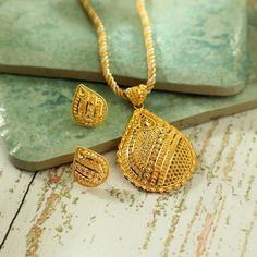 Gold Chain Design, Gold Bangles Design, Gold Jewellery Design, Ruby Necklace Designs, Golden Jewelry, Jewelry Model, Necklace Set, Gold Necklace, Short Necklace