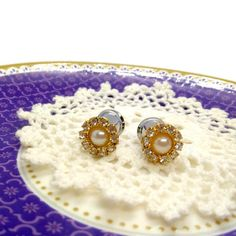 Wedding Plugs-0g 8mm-2g 6mm-4g 5mm-Wedding Gauges-Pearl Plugs-Prom Plugs-Pretty Plugs-Stretched Ears-Steel Plugs-Bridal Gauges-Girl Gauges  These gorgeous plugs are made with golden rhinestone and faux pearl buttons. They would be great for your bridal party or even everyday. Each pair is securely Wedding Plugs, Cow Logo, Wedding List, Dream Wedding, Prom Accessories, Stretched Ears, 6 Years, Handmade Jewelry, Just For You