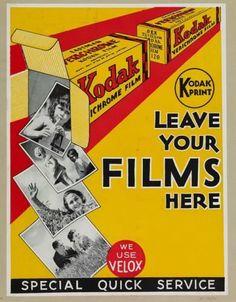 Kodak advertising for the development of dandruff. - Camera, Acmera accessories, and so on Antique Cameras, Old Cameras, Vintage Cameras, Vintage Advertisements, Vintage Ads, Vintage Posters, Photography Camera, Vintage Photography, Kodak Film