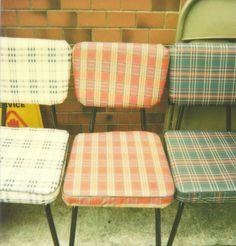 Three Vintage Chairs: Retro kitchen chairs on all their loveliness! Old Chairs, Vintage Chairs, Vintage Furniture, Retro Chairs, Retro Table, Repurposed Furniture, Vintage Love, Retro Vintage, Vintage Tools