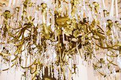 Lima Limão - festas com charme: Batizado da Leonor: rústico num cenário sumptuoso! Baptism Party, Ceiling Lights, Beautiful, Decor, Fiestas, Christening Party, Decoration, Ceiling Lamps, Dekoration