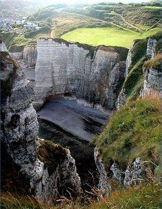 Etretat, depuis le sentier de randonnée qui mène au-dessus de l'aiguille - Etretat, Normandie, Seine Maritime, France