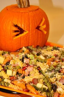 For the Love of Food: Upchuckin' Pumpkin Loaded Pasta Salad for the - Hannah Gilbert Comida De Halloween Ideas, Food Halloween Costumes, Easy Halloween Snacks, Hallowen Food, Halloween Appetizers, Halloween Dinner, Halloween Desserts, Halloween Food For Party, Appetizers For Party