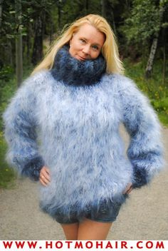 Fan of Chunky Turtlenecks Thick Sweaters, Winter Sweaters, Wool Sweaters, Fluffy Sweater, Angora Sweater, Gros Pull Mohair, Short Skirts, Knitwear, Fur Coat