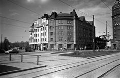 Siltasaarenkatu 18, Eläintarhantie 1. Nykyisin paikalla ympyrätalo Helsinki, Good Old, Time Travel, Old Photos, Finland, Past, Art Deco, Street View, Black And White