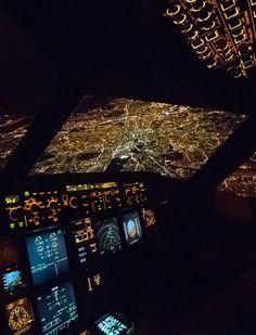Stop Dreaming. Start Flying - London at night Airplane Pilot, Airplane Art, Airplane View, Airplane Wallpaper, Plane Photos, Aircraft Interiors, Airplane Photography, London Night, Passenger Aircraft