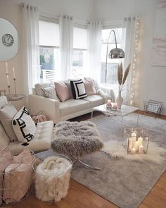 Making a cozy living room designed in a wintry theme can be featured with a set of comfy sofas. Find out our top picks on winter living room decor with sofa. Winter Living Room, Living Room Decor Cozy, Living Room Modern, Living Room Interior, Bedroom Decor, Decor Room, Bedroom Ideas, Girls Bedroom, Small Living