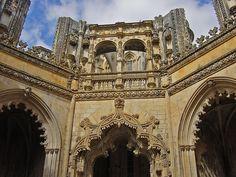 La arquitectura gótica en el monasterio de Batalha , Portugal