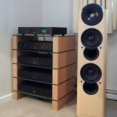 Audio rooms speaker stands 15 Pure Speaker Stands How To Make. Our top character Table. Room Speakers, Home Theater Speakers, Hifi Stand, Speaker Stands, Sound Room, Modern Tv Wall, Audio Rack, Stereo Cabinet, Hifi Audio