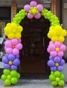 arco di palloncini con fiori