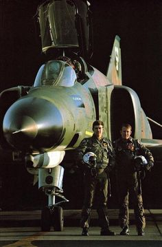 Fighter jocks at the height of the Cold War. Air Fighter, Fighter Pilot, Fighter Aircraft, Fighter Jets, Military Jets, Military Aircraft, Photo Avion, F4 Phantom, Naval