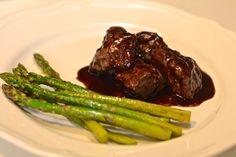Paletilla de cordero con vino tinto Carne, Lamb, Steak, Food, Skewers, Essen, Steaks, Meals, Yemek