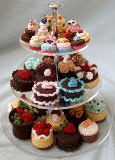 Norma Lynn es la responsable de la web Cake Sachets, en la que publica sus craciones de ganchillo, invariablemente dedicadas a recrear tartas, pasteles y todo tipo de dulces. Sus creaciones, además…