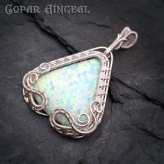 Dragon Gate Pendant Tutorial. This tutorial will teach you how wire wrap a teardrop or fan shaped cabochon, the bail and the twining and point weave pattern weaving techniques. The tutorial is 25 pages long, in 69 fully illustrated easy to follow steps. This tutorial is