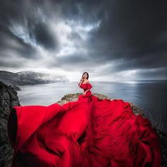 On this photo is everything I like . a long red dress and the ocean in the background ♥️🌊♥️🌊♥️.On this photo is everything I like . a long red dress and the ocean in the background ♥️🌊♥️🌊♥️ * * * Fantasy Photography, Girl Photography, Creative Photography, Fashion Photography, Beautiful Gowns, Beautiful Images, Fairytale Gown, Fantasy Gowns, Red Gowns