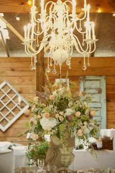 We like the addition of neutral light pinks and creams to the green and white Palette and for the flowers