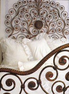 Wrought iron bed with botanical motifs Dream Bedroom, Home Bedroom, Bedroom Decor, Design Bedroom, Master Bedroom, Wrought Iron Beds, Deco Design, Beautiful Bedrooms, Bed Frame