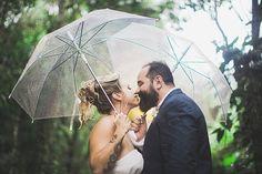 .Beijinhos de esquimó. (foto do André Rocha) #tropicalwedding #casamentodedia #casaljuretta #weddingdiy #tropical #weddingphoto #weddingdecor #weddingphotography #fotografiadecasamento