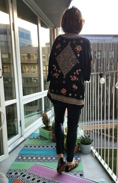 Summer patterns. Nina Campioni in leoprtinted shoes from Blankens, leather pants Lindex and kimono Odd Molly, t-shirt from Acne