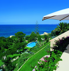 Enjoy a Portuguese style vacation house. Agaves, Portuguese, Contemporary Design, Golf Courses, Portugal, Hotels, Tropical, Vacation, Architecture