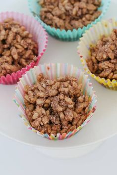 A simple classic chocolate crackles recipe made with rice bubbles, cocoa, icing sugar, coconut and copha. a kids party food favourite! Easy Desserts, Delicious Desserts, Yummy Food, Baking Recipes, Dog Food Recipes, Chocolate Slice, Aussie Food, Cocoa Cookies, Frases