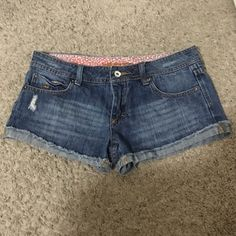 Low rise shorts🎀 In great condition. Slightly distress look. Low rise. Short shorts.cheeky. Billabong Shorts Jean Shorts