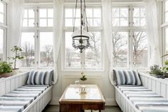 Alla bilder - Klippgatan 4, sekelskifte, entréplan Country House Interior, Country Homes, Conservatory Interiors, Sleeping Porch, My Dream Home, Villa, Bed Rooms, Cabin, Greenhouses
