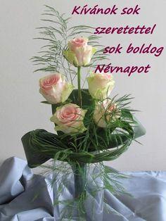 Art Floral, Deco Floral, Beautiful Red Roses, Ikebana, Floral Arrangements, Glass Vase, Triangle, Plants, Images