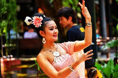 DSC_6094viv Thai performer at Jim Thompsons home