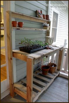 Restoring the Roost: DIY Wood Pallet Potting Bench. Visit this post for a tutorial on how to build a potting bench from wood pallets and a couple of 2 x Diy Wood Pallet, Free Wood Pallets, Diy Wood Bench, Pallet Ideas, Pallet Projects, Garden Projects, Greenhouse Benches, Outdoor Greenhouse, Greenhouse Plans
