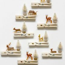 Clothespin Ornaments Reindeer Clothespin Ornaments - How adorable would these be on a christmas tree?Reindeer Clothespin Ornaments - How adorable would these be on a christmas tree? Handmade Christmas Decorations, Easy Christmas Crafts, Noel Christmas, Christmas Projects, Christmas Gifts, Vintage Christmas Crafts, Reindeer Decorations, Christmas Tables, Reindeer Christmas
