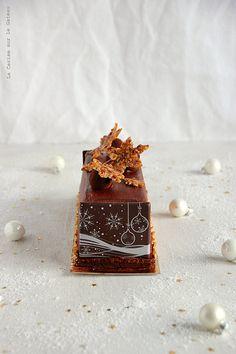 Bûche (mousse chocolat, coeur mascarpone vanille, caramel fudge aux noix de pécan, biscuit croustillant cacao)