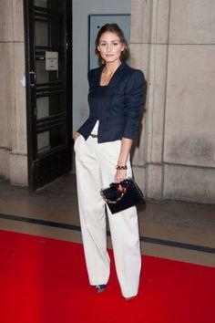Nos encanta el look glam de alfombra roja de Olivia Palermo con palazzo en blanco.
