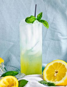 Basil Lemonade by My Man's Belly. What to do with all the fresh basil! Rachel Ray, Refreshing Drinks, Yummy Drinks, Yummy Snacks, Non Alcoholic Drinks, Beverages, Cold Drinks, Fresh Basil Recipes, Basil Lemonade